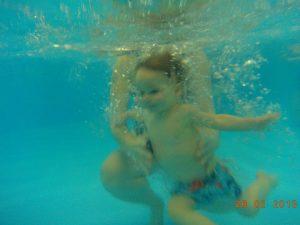 Víz alatti babaúszás kép